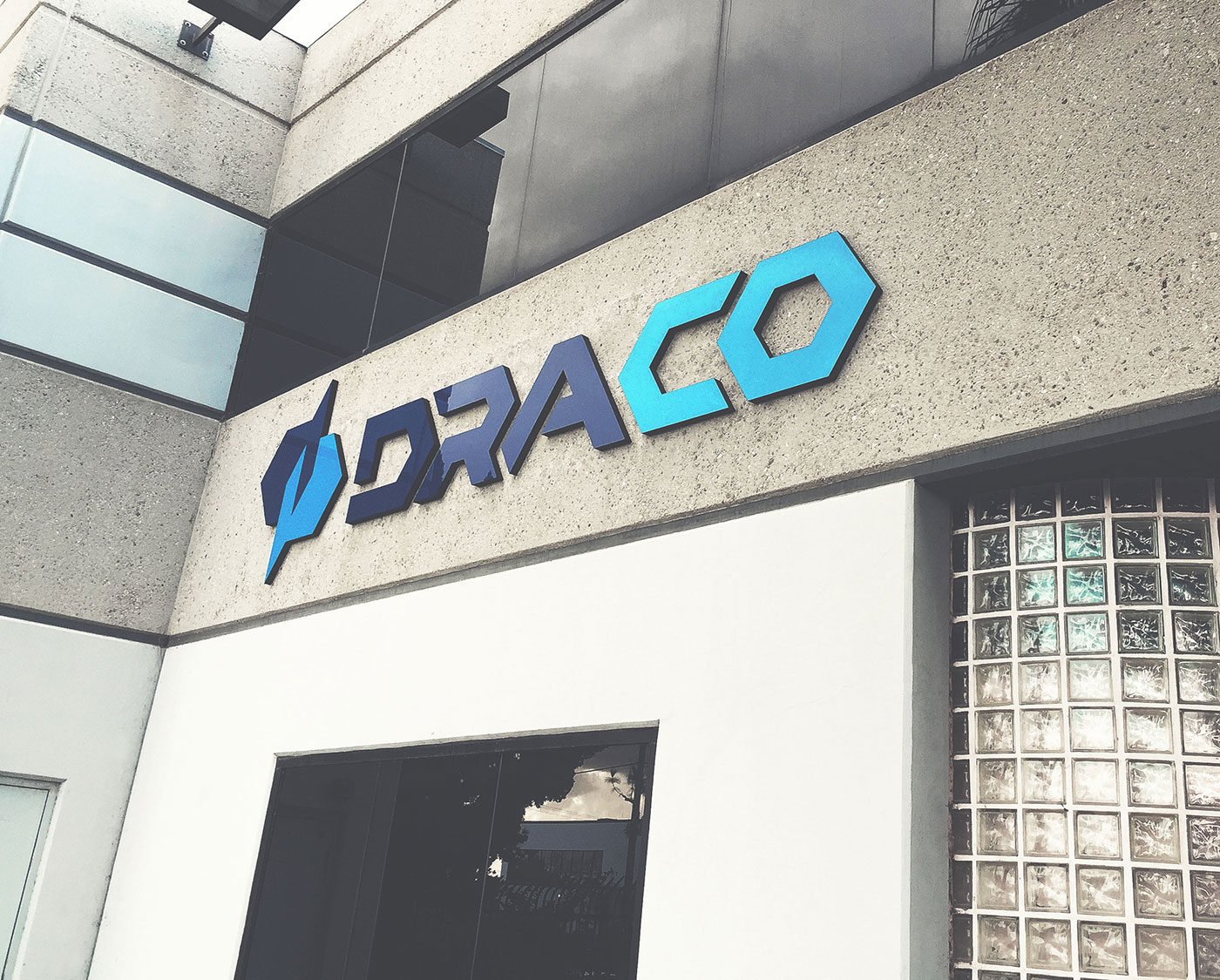 Outfit Branding & Design Draco Signage